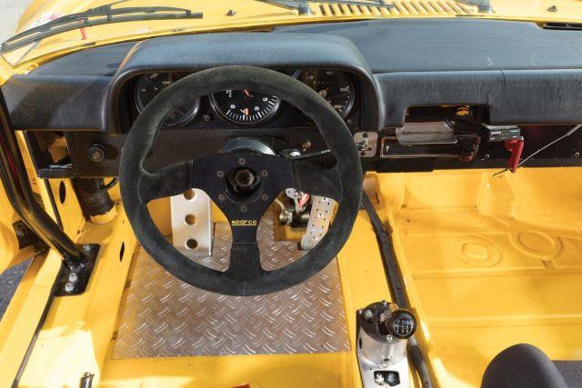Porsche-9146-Interior-1600x1067.thumb.jpg.47264bf917b89ae77b0d2f92366b35f6.jpg